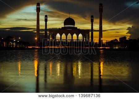 Sunset Against River Glorious Colour Masjid Of Songkhla