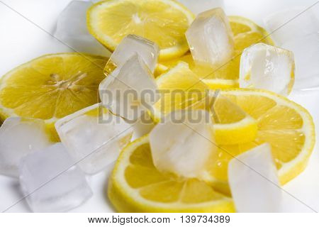sliced lemon fruits and lots of ice cubes , close up