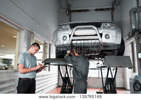Independent expert notes car problems during every year inspection at service. Guarantee service maintenance of automobile