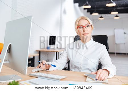 Portrait of a smiling mature businesswoman working in office