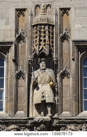 A view of the King Henry VIII statue on the magnificent gatehouse of Trinity College in Cambridge UK. King Henry VII founded Trinity College in 1546.