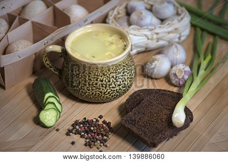 Cheese soup in a Cup, onions, sour cream, bread, cucumber, garlic