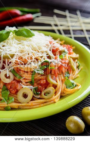 Spaghetti Pasta Salad With Tomato Sauce, Olives, Gouda Cheese And Basil