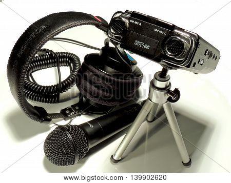 Team of professional audio recording for radio, film and TV.