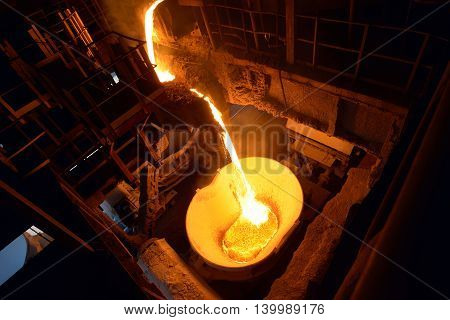 Steel plant for the production and transportation of iron