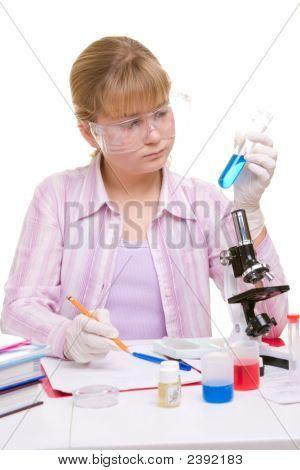 Estudiante en laboratorio