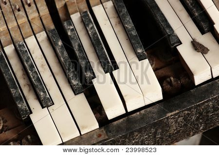 broken piano keyboard
