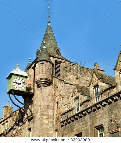 Royal Mile. fragment of the house. The Royal Mile is a succession of streets which form the main thoroughfare of the Old Town of the city of Edinburgh in Scotland.