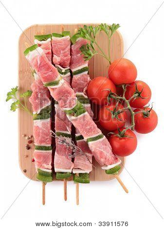 carne crua, espetos