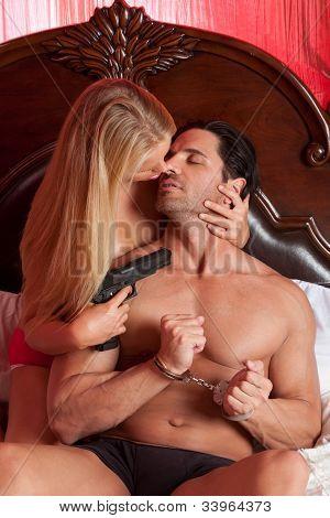 Mistério amor casal heterossexual Sensual na cama