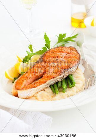 Salmon with celeriac puree and green bean