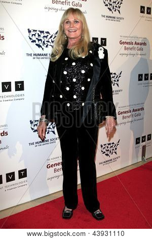 LOS ANGELES - MAR 23:  Valerie Perrine arrives at the 2013 Genesis Awards Benefit Gala at the Beverly Hilton Hotel on March 23, 2013 in Beverly Hills, CA