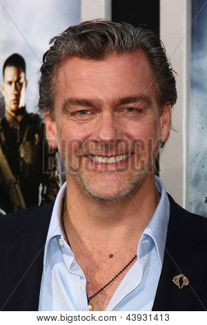 LOS ANGELES - MAR 28:  Ray Stevenson, Elisabetta Caraccia arrives at the