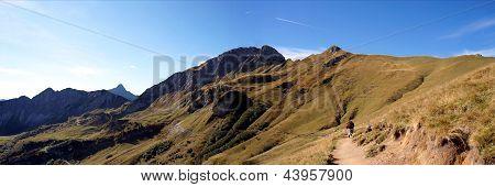 Hiking on the Saalfeld-High-Mountains-Trail in Tyrol