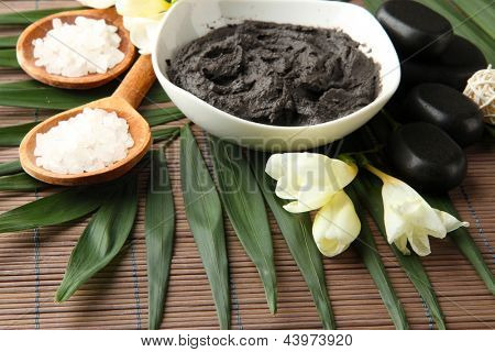 Composition with cosmetic clay for spa treatments, on bamboo background