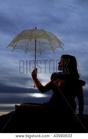 Cielo de silueta de mujer