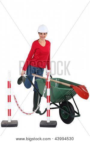 Tradeswoman pushing a wheelbarrow