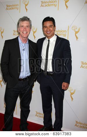 LOS ANGELES - APR 9:  Tom Bergeron, Mario Lopez at the An Evening with