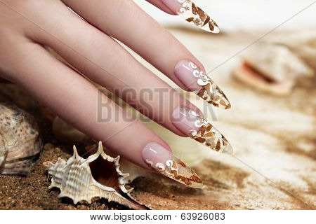 Nail design with shells.