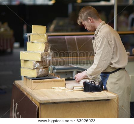 Selling Cheese