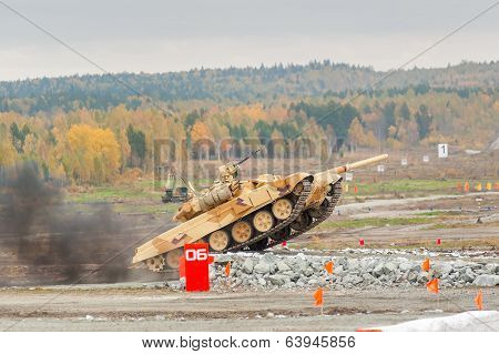 Tank T-90S movement