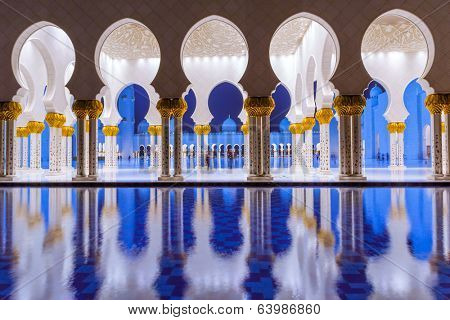 ABU DHABI, UAE - MARCH 27: Sheikh Zayed Grand Mosque in Abu Dhabi on March 27, 2014, UAE. Grand Mosque in Abu Dhabi is the largest mosque in the United Arab Emirates for more than 40,000 prayers.