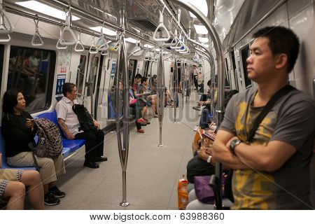 SINGAPORE - AUGUST 15: Passengers in the train subway Singapore. Singapore's subway , also known as MRT, started operating in 1987. It's network length is 130 kms, it has 87 stations and 4 lines.