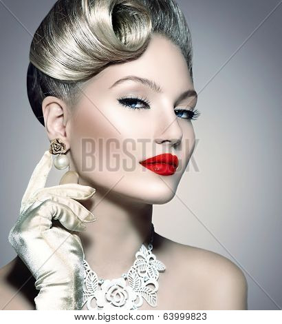 Glamourous Retro Woman Portrait. Beauty Glamour Lady. Jewellery. Pearl Earrings. Vintage styled Girl with perfect make up and hairstyle. Luxury Accessories. Golden Jewelry
