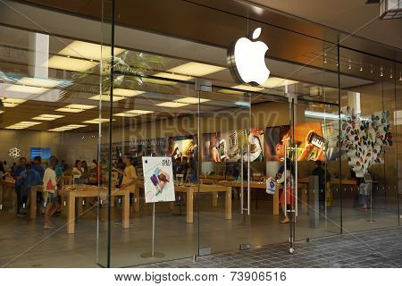 The Apple Retail Store In Honolulu At The Ala Moana Center Advertises The Latest Generation Of The I
