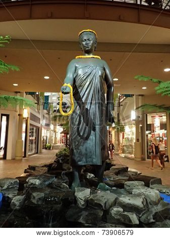 Queen Kaahumanu Statue In Mall