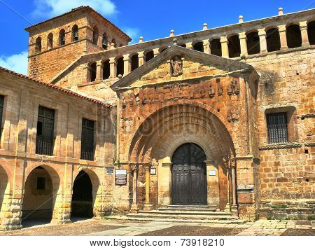 Collegiate Church Of Santillana Del Mar, Entrane