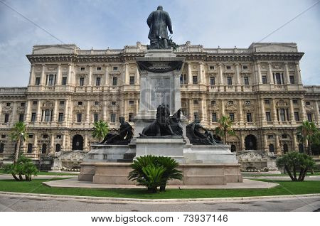 Statue of Camillo Cavour