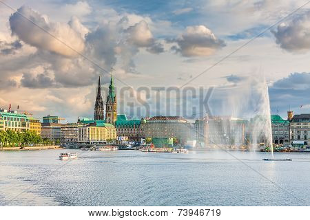 Panoramic view of the lake and the center of Hamburg