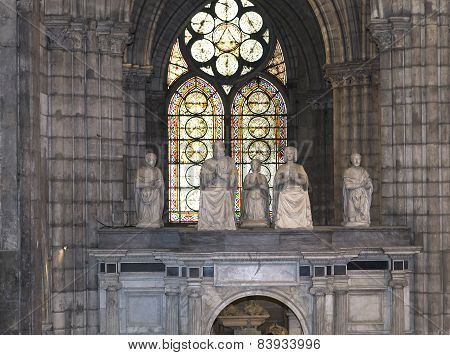 statue of  king Francois premier and queen claude de France