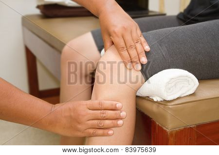 Doctor checking the knee joint