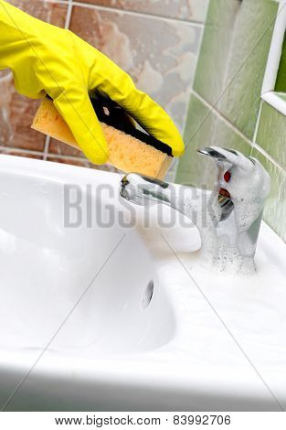 Washstand Faucet Cleaning