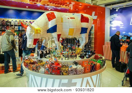 Passengers Are Shopping In The Gift Shop At The Airport Amsterdam Schiphol, Netherlands