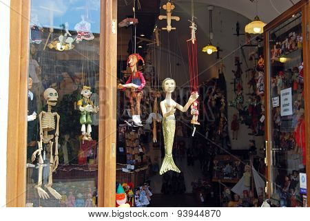 Souvenir puppet shop, Prague.