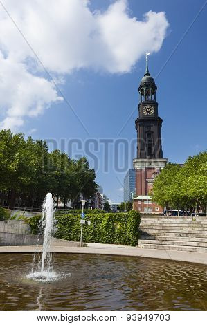 Hamburg St. Michaelis Church, Editorial