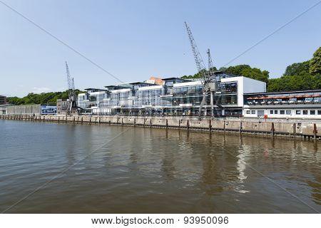 Hamburg Fischereihafen, Editorial