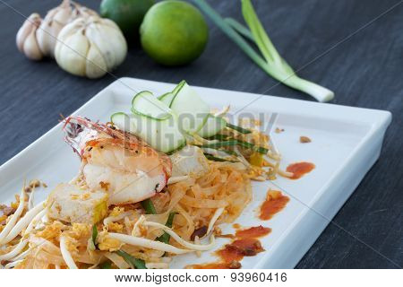 Asian Rice Noodle, Shrimp And Vegetable On A Plate With Ingredients Surrounding