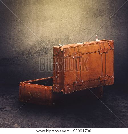 Vintage Leather Retro Luggage Suitcase Open