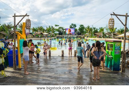 tourists enjoy playing with water
