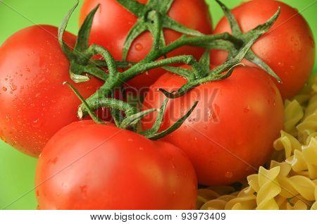 Macaroni and tomatoes