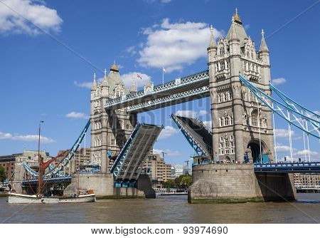 Tower Bridge Opening Up Over The River Thames