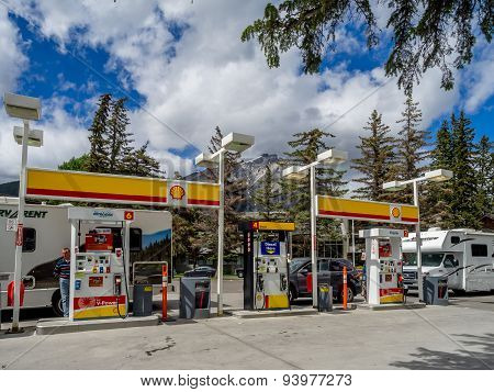 Shell gas station, Banff