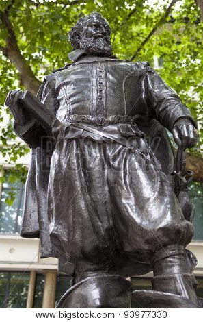 Captain John Smith Statue In London