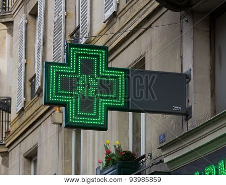 Sign For A Pharmacy In Paris