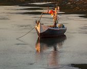 picture of tide  - Small wooden fishing - JPG