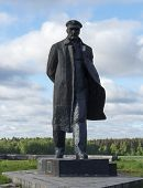 foto of lenin  - a monument to Vladimir Lenin in the village of Gorki - JPG